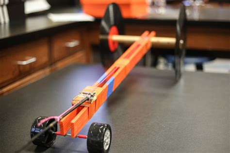 8th Grade Builds Mousetrap Cars | Brook Hill School