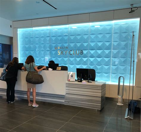 Review: Delta Sky Club Los Angeles (LAX) - Live and Let's Fly
