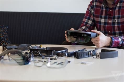 Here are the full specs of the Microsoft Hololens