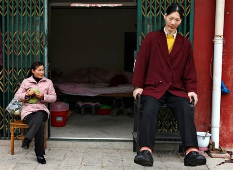 Tallest Woman in World Yao Defen Dies Aged 40