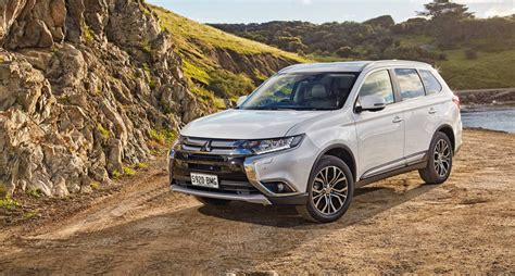 2017 Mitsubishi Outlander pricing and specs: New