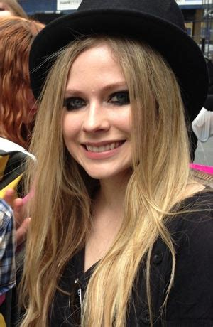 Avril Lavigne biography, songs and albums