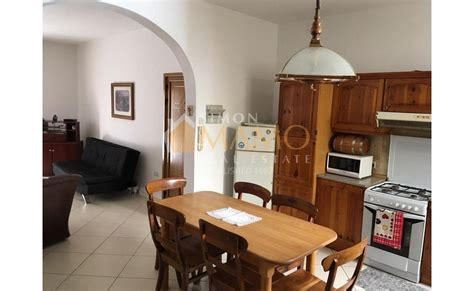Apartments for rent in Malta: Bugibba central flat with 3