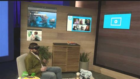 Microsoft HoloLens demo onstage at BUILD 2015 - YouTube