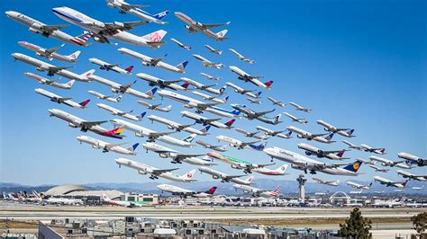 Photographer captures eight hours of take-offs at LAX
