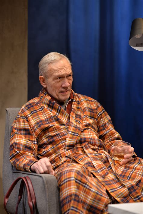 """Review """"The Father"""" (Remy Bumppo Theatre): Inside Dementia"""